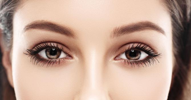canthopexie Des yeux en amande